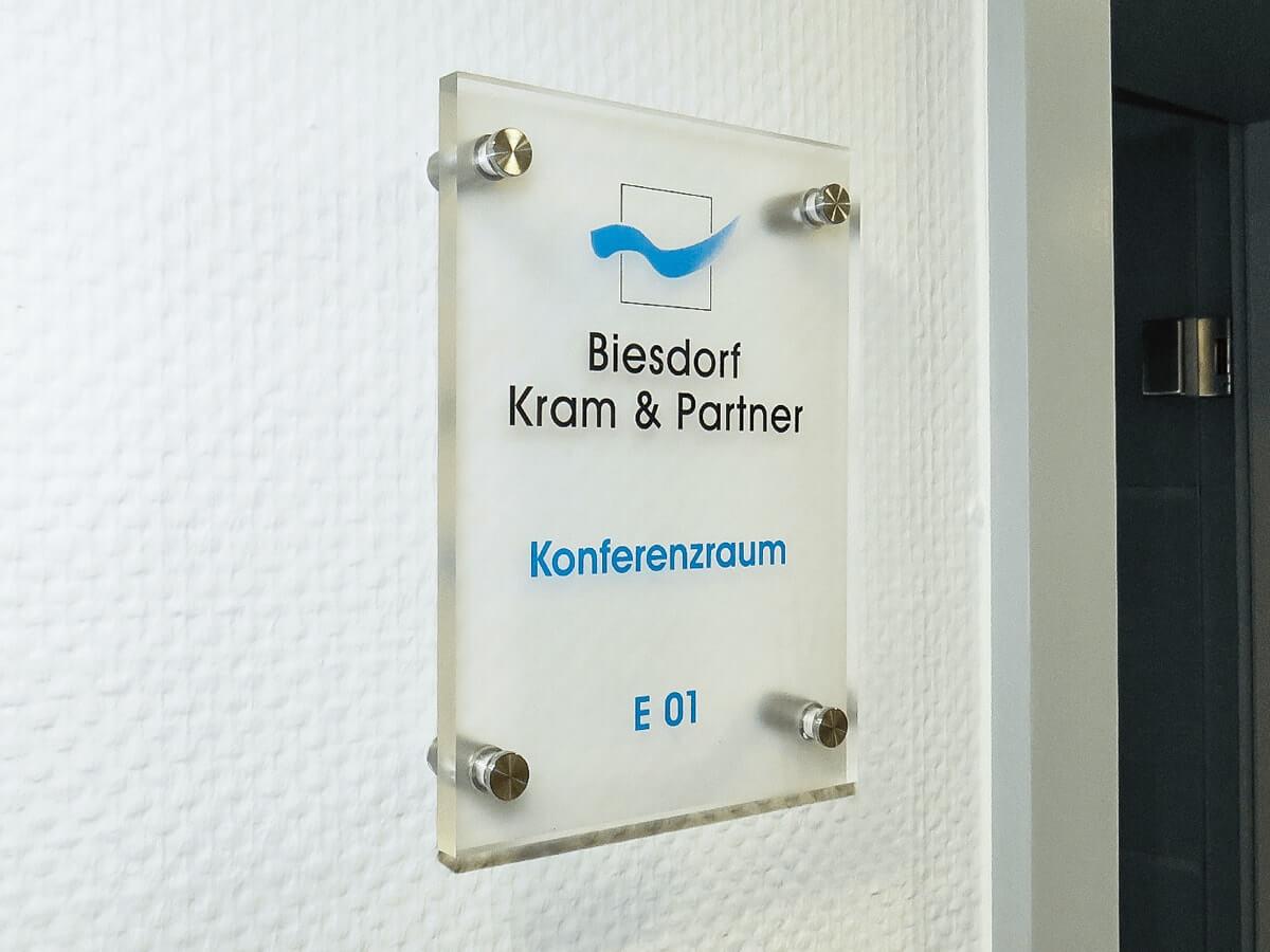 Biesdorf, Kram & Partner - Acrylglas-Türbeschilderungen