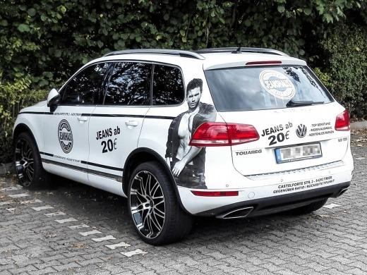 Jeanshaus Markenoutlet - Beschriftung VW Touareg